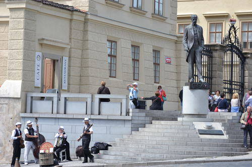 Street performers near a statue