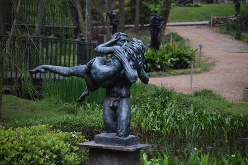 UMLAUF Sculpture - The Kiss