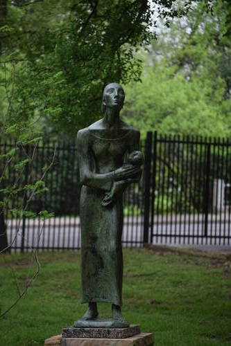 UMLAUF Sculpture - Mother & Child (Refugees)