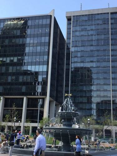 Water Fountain & Buildings in Downtown Toronto, Architecture